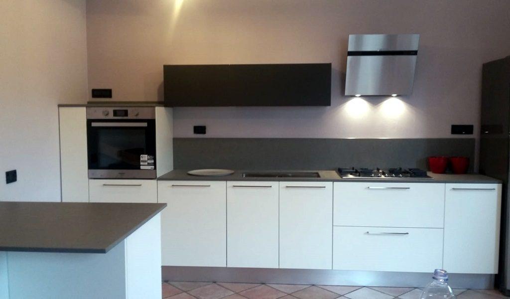 Cucina kira laccato bianco gruppo p arreda - Cucina laccato bianco ...